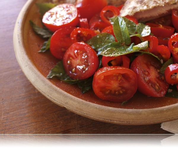 Tomat salat med skvalderkål...