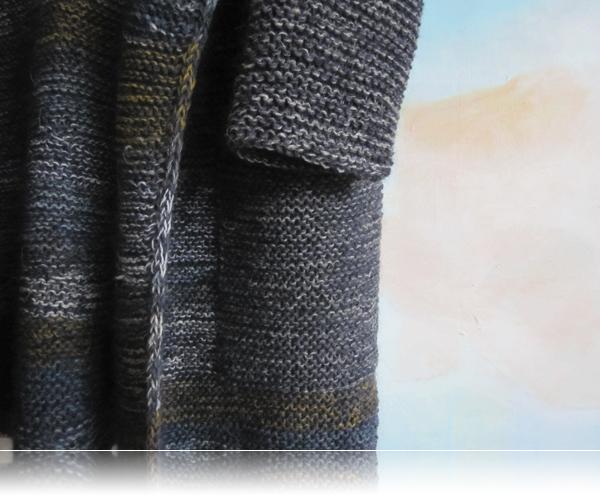 Lomme og ærmer i samme fine grå tone...